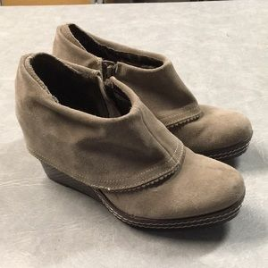 Dr. Scholl's Tan Suede Wedge Booties 8.5